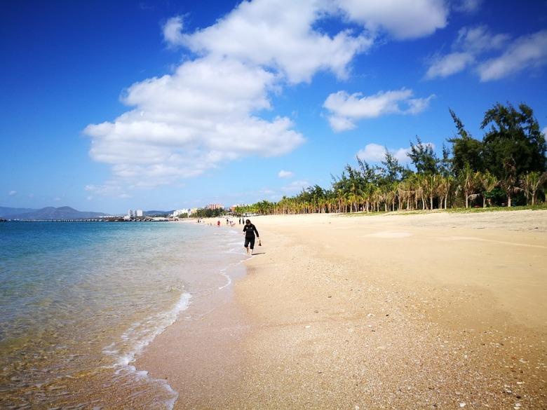 sanya beach 1.jpg